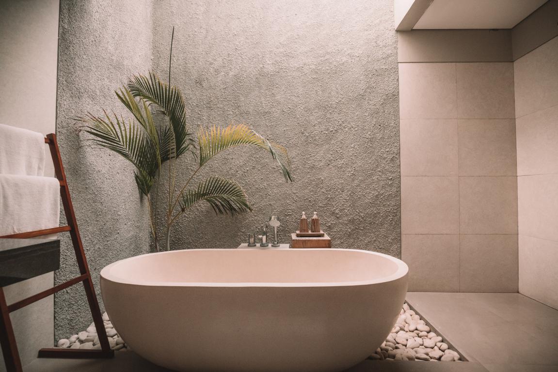 Baignoire pose installation - salle de bain renovation - Nimes - Caveirac - Carre Sud
