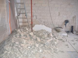 Démolition de l'escalier béton