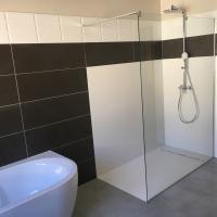 Salle de bain rénovation douche à l'italienne - Baignoire îlot mural - Vauvert (30) - Gard - région de Nîmes - Rénovation Carré Sud