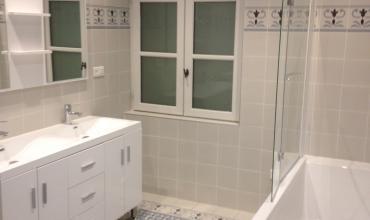 Rénovation salle de bain  : une déco carreaux de ciment
