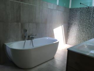 Rénovation salle de bain - pose de baignoire - Gard