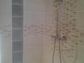 Pose de carrelage dans la douche italienne