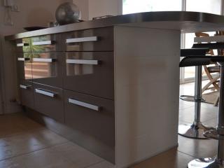 Pose d'un comptoir avec rangements pour la cuisine