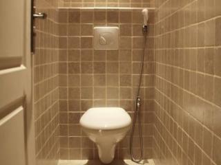 Installation d'un wc suspendu dans une salle d'eau