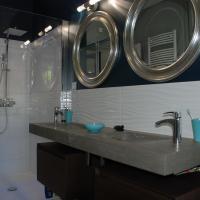 Meuble, douche et double vasque avec robinets latéraux