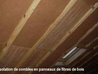 Pose de panneaux en fibres de bois pour isolation des combles