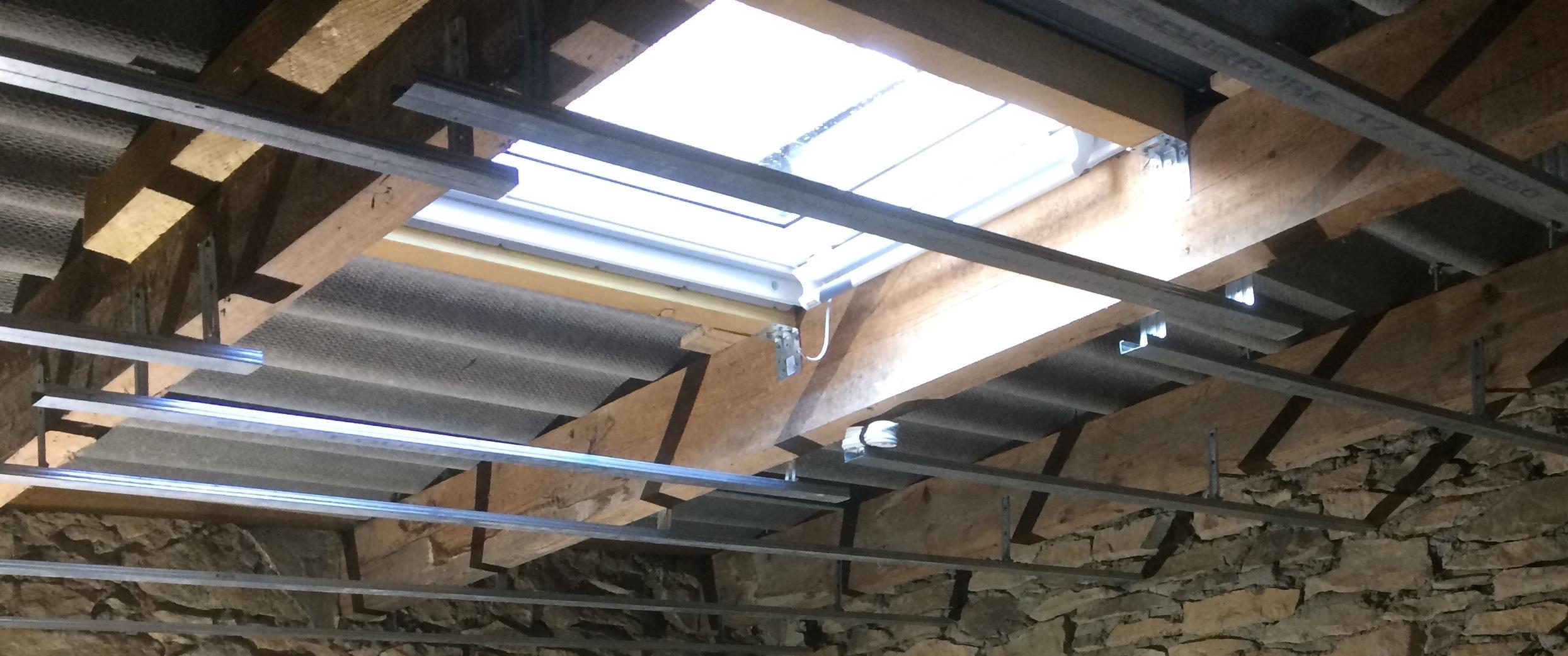Pose de fenêtre de toit Velux ~~ rénovation Menuiserie Caveirac