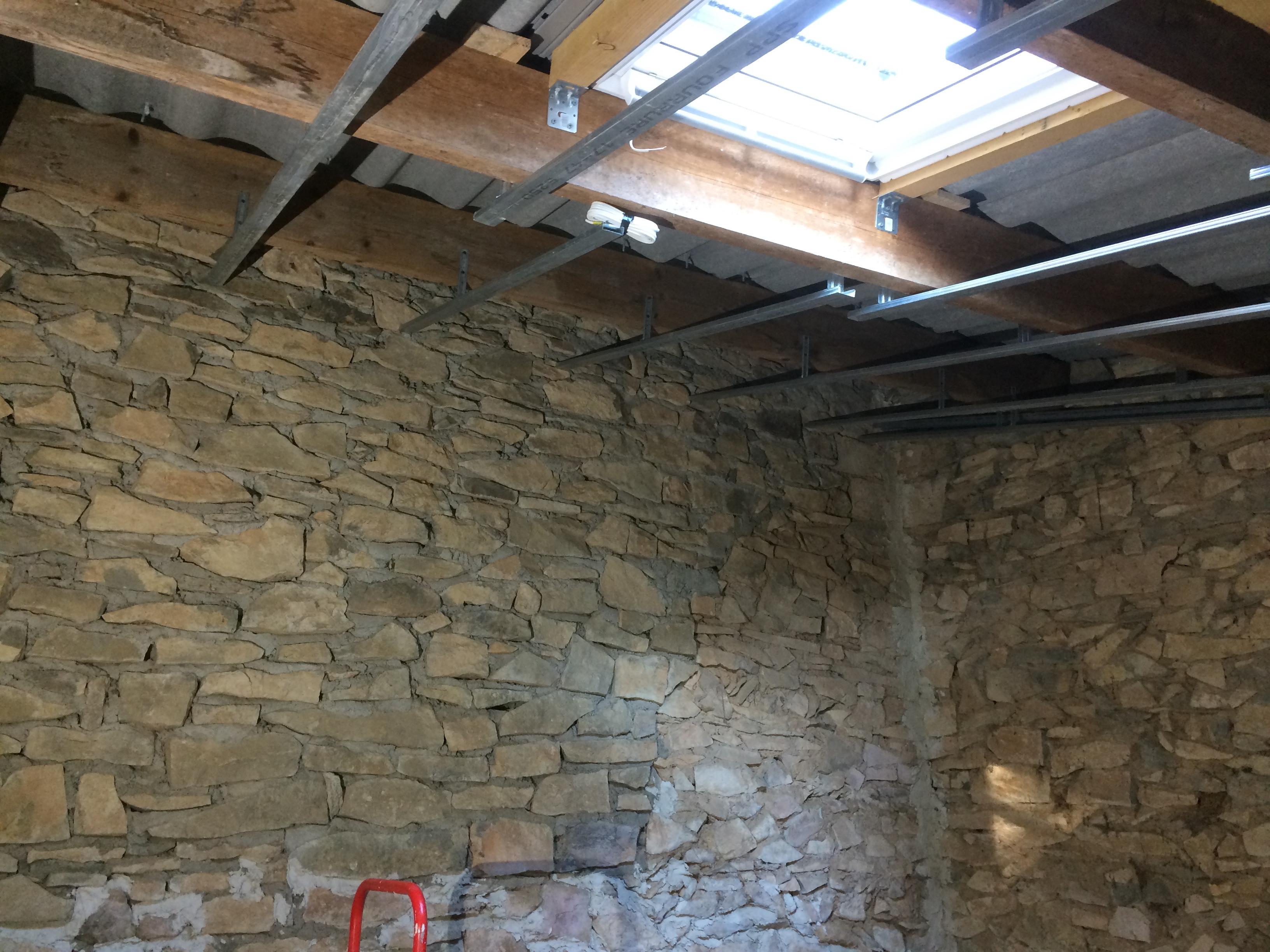 Pose Dune Fenêtre De Toit Velux Travaux Renovation Menuiserie