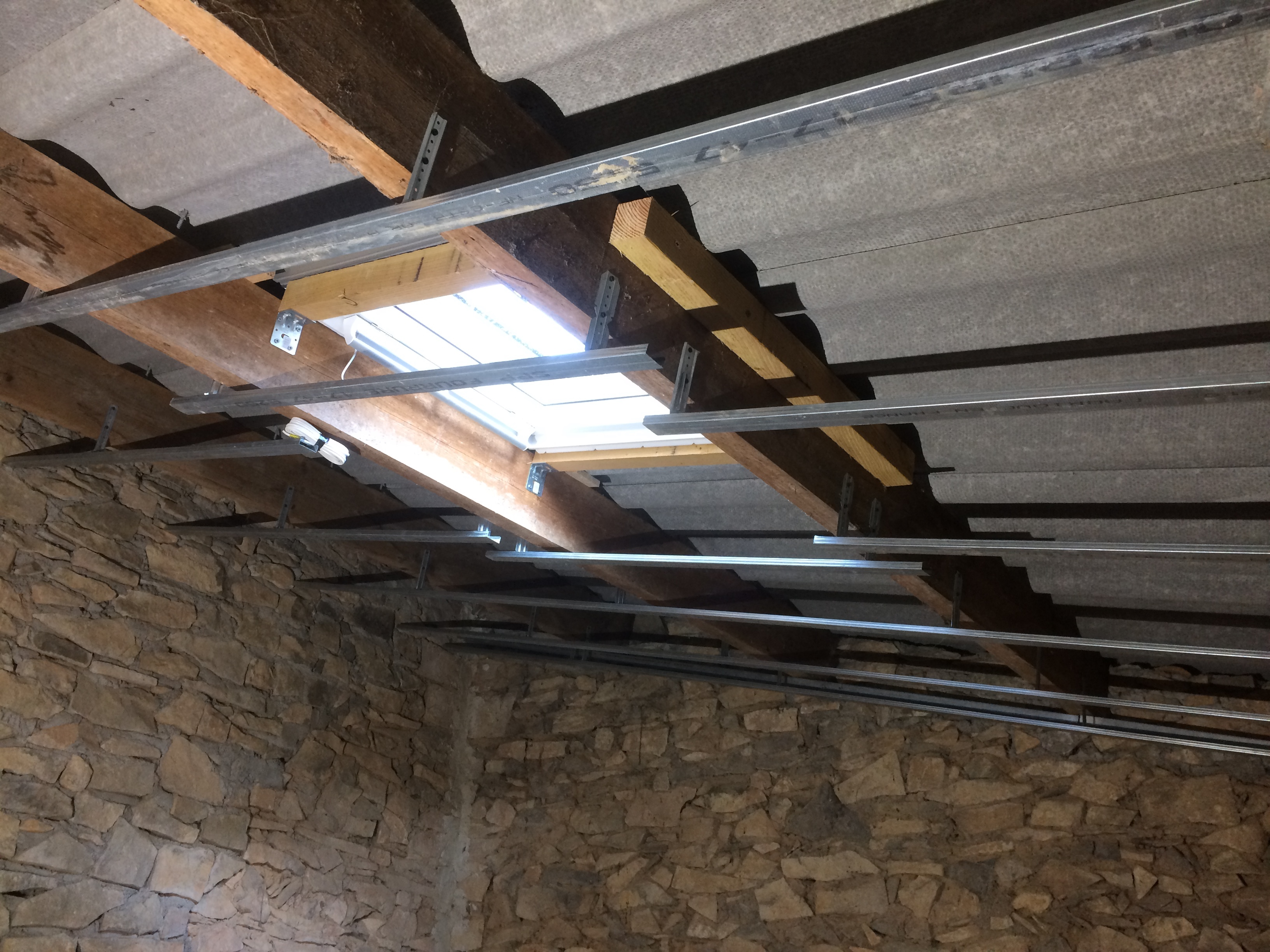 Pose d 39 une fen tre de toit velux travaux renovation for Pose de fenetre de toit