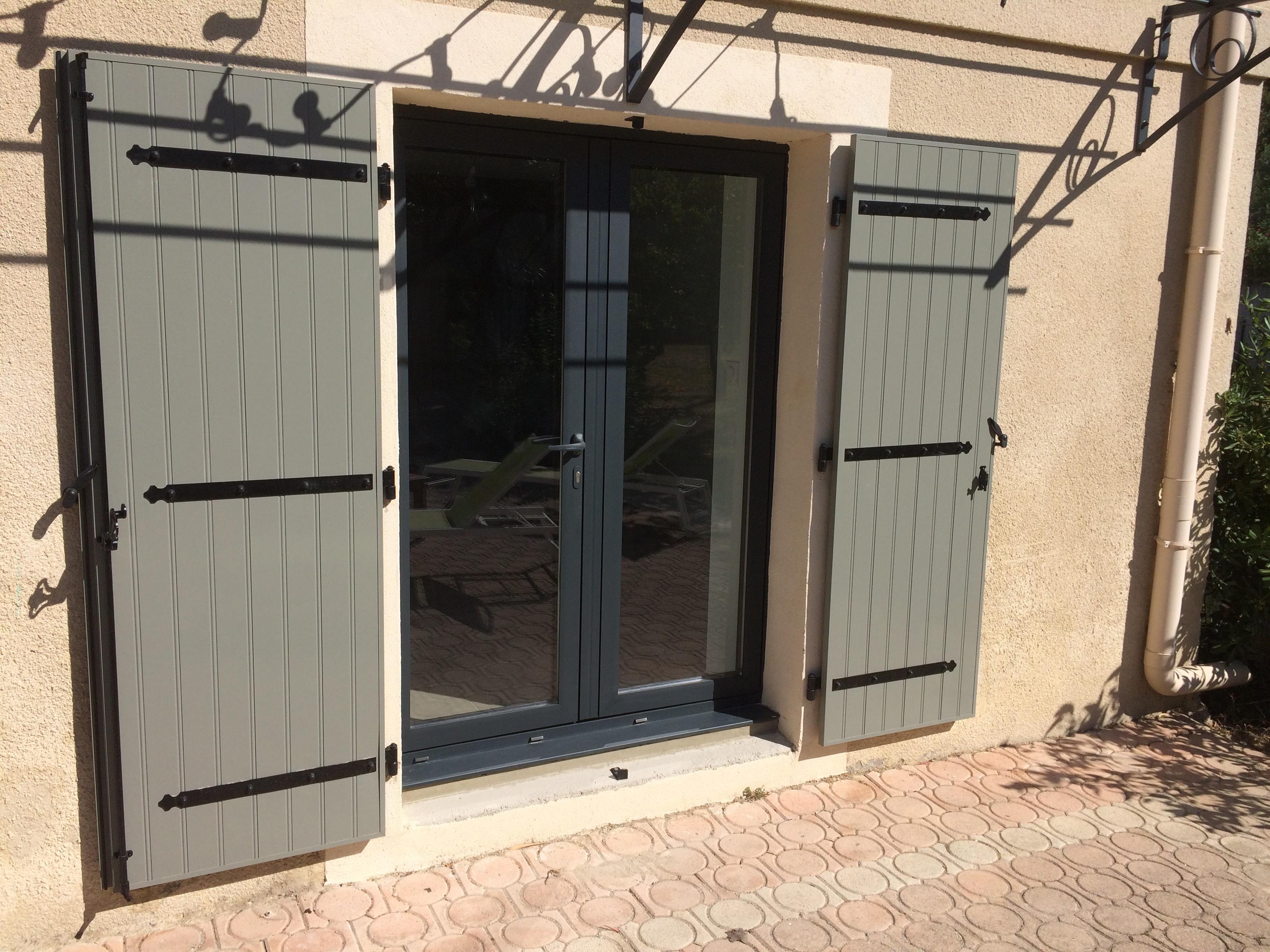 Pose de fen tres et portes fen tres aluminium travaux for Pose porte fenetre renovation