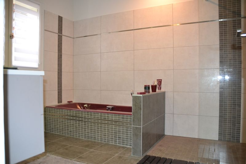 R novation de salle de bains contemporaine ou classique salle de bain for Peindre salle de bain placo