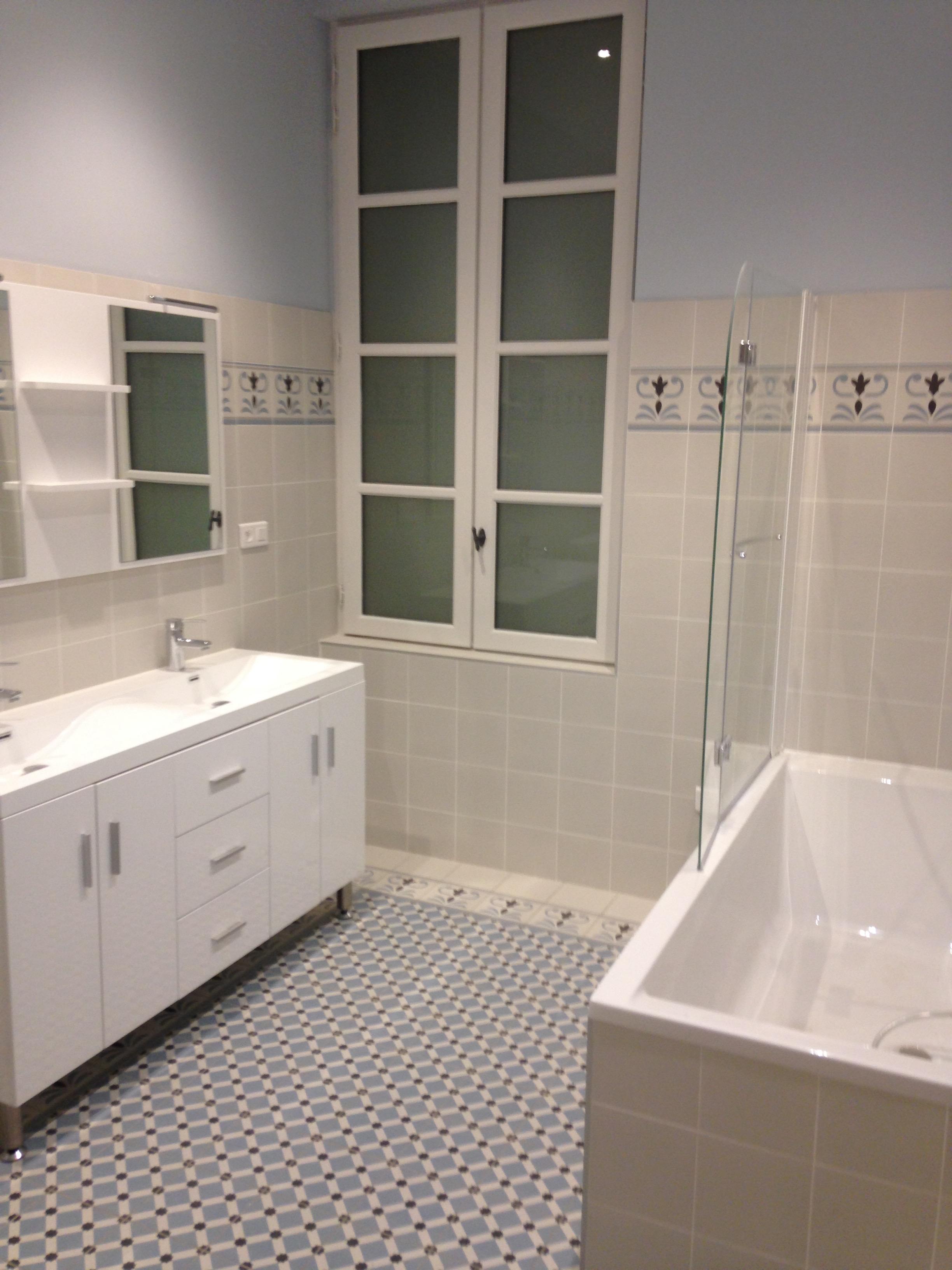 salle de bain type carreaux de ciment entreprise salle. Black Bedroom Furniture Sets. Home Design Ideas